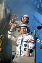 Poslední pozdrav Vladimíra Remka před startem. Autor: Archiv ruského kosmického programu.