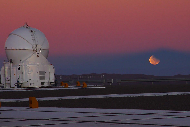 http://www.astro.cz/_data/images/news/2011/11/23/eso-p-sunset-lv.jpg