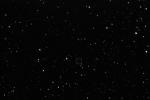 Kometa na snímcích z robotického dalekohledu FRAM z 23.února je zatím velice těžko rozlišitelná od hvězd, prozradí jí ovšem mírný pohyb.