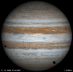 Dva stíny a měsíc na Jupiteru 27. 12. 2012. Data: Galiléo Autor: Martin Gembec