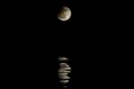 Zatmený Mesiac so svojim odrazom. Autor: Táňa Hojčová