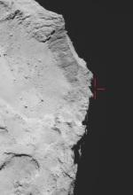 Snímek z 12. 11. 2014 v 17:18 UT, kdy se Philae měl nacházet právě zde nad okrajem kráteru Autor: ESA/Rosetta/MPS for OSIRIS Team MPS/UPD/LAM/IAA/SSO/INTA/UPM/DASP/IDA