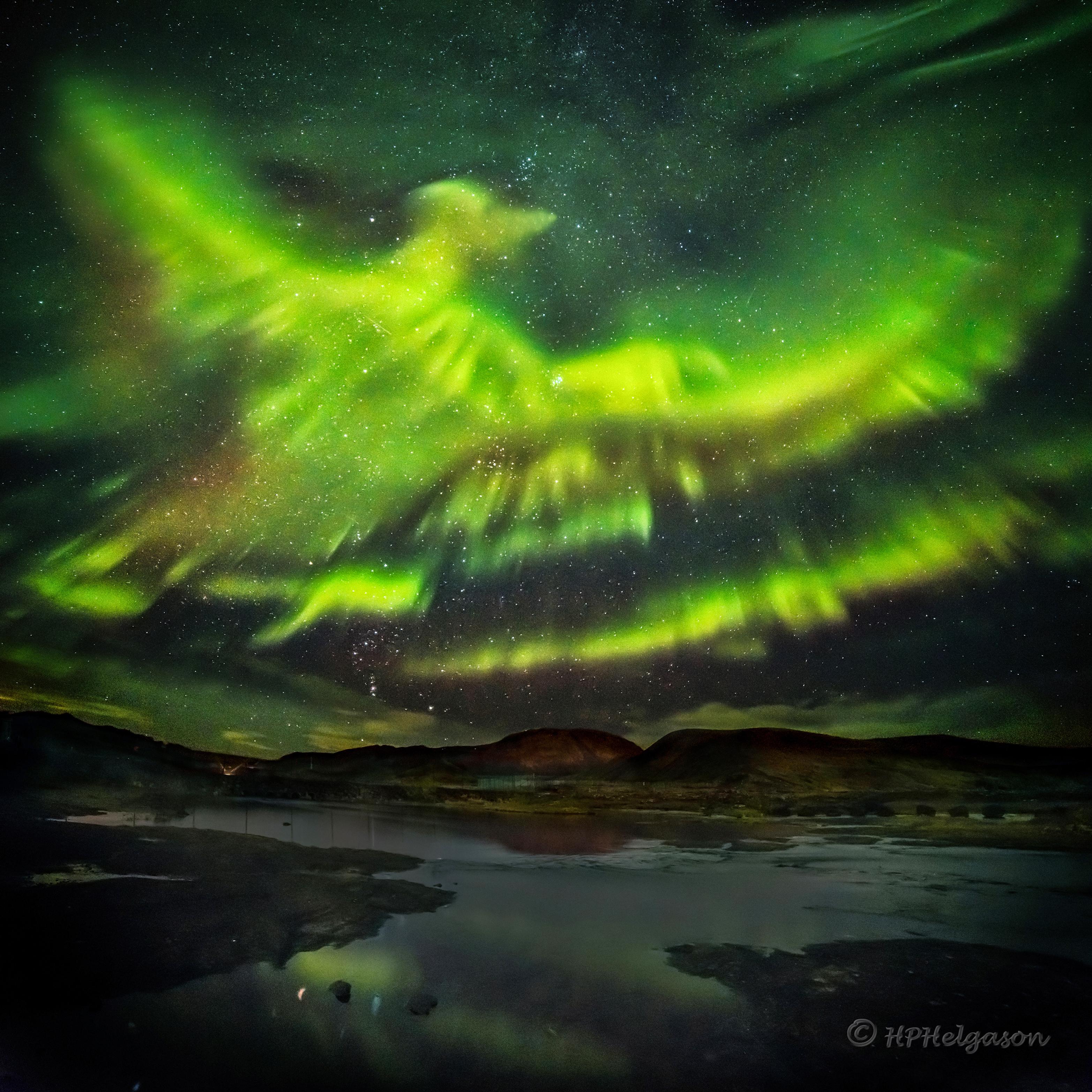 http://www.astro.cz/apod_data/2016/03/PhoenixAurora_Helgason_3130.jpg