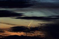 Kometa C/2006 P1 (McNaught) mezi mraky. Autor: Dalibor Hanžl, Kamil Hornoch