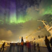 Chrámy z aurorálních barev nad Tórshávnem. Autor: Petr Horálek