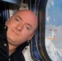 Scott Kelly během přibližování k ISS při misi raketoplánu STS-118. Autor: NASA