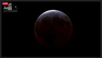 Barvy při úplném zatmění Měsíce 4. dubna 2015 ve 13:22 SELČ z Griffithovy observatoře. Autor: Griffithova observatoř.