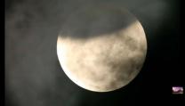 Zatmění Měsíce 4. dubna 2015 se pomalu chýlí ke konci. Autor: Hong Kong Observatory.