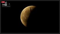 Zatmění Měsíce 4. dubna 2015 a letadlo. Autor: Griffithova observatoř.