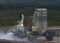 Rampa ELS (Ensemble de Lancement Soyouz) pro rakety Sojuz v Kourou byla navržena tak, aby ji bylo možné přestavět i na starty pilotovaných lodí. Autor: ESA.