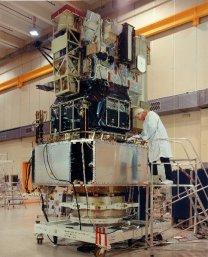 Montáž observatoře SOHO Autor: ESA/NASA