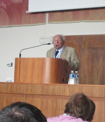 Luboš Perek připomněl ve své zdravici, jak vznikla s jeho přispěním Evropská astronomická společnost (EAS) Autor: Jiří Grygar