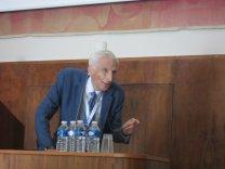 """Přední britský astronom lord Martin Rees proslovil 28. 6. dopoledne v aule PF přednášku na téma: """"Proč jsou relativistické efekty v astrofyzice vysokých energií klíčové?"""" Autor: Jiří Grygar"""