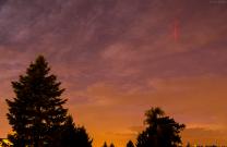 Samostatný rudý skřítek v oblasti nad Malou Úpou zachycený z Opavy, vzdálenost 170 km. Sony A7S + Speedmaster 50mm f/0,95 (f/4), ISO 5000, čas 4 s