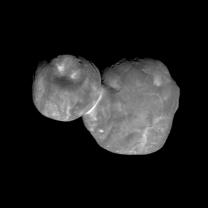 """Planetka 2014 MU69 """"Ultima Thule"""" ze vzdálenosti 6700 km kamerou MVIC sondy New Horizons během přibližovacího manévru na Nový rok 2019 Autor: NASA/JHUAPL/SWRI"""
