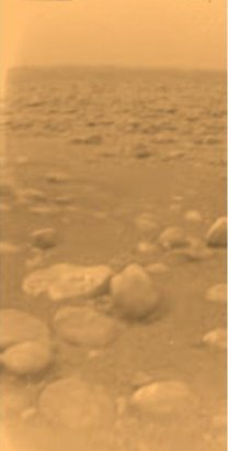 Povrch Titanu ze sondy Huygens Autor: ESA/NASA/JPL/University of Arizona