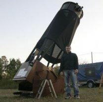 Dobson dr. Hanßgena na Herzberger Teleskop Treffen 2006 Autor: Martin Gembec, Aleš Majer