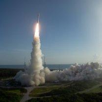 Start rakety Atlas V s vozítkem Perseverance (Mars Rover 2020) 30. 7. 2020 Autor: NASA/Joel Kowsky