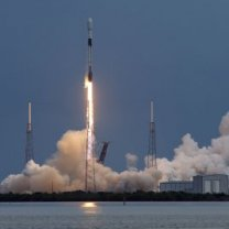 Startující raketa Falcon 9 (mise Starlink L14) - stý úspěšný start SpaceX Autor: SpaceX