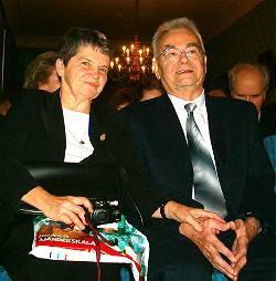 Z. Ceplecha s manželkou při udílení ceny Praemium Bohemiae 2006 (česká Nobelova cena)