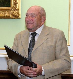 L. Perek s oceněním Akademie věd