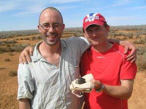 Phil Bland a Pavel Spurný s meteoritem