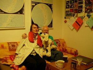 Jana Tichá, pes Pluto a Brian Mardsen na kleťské observatoři
