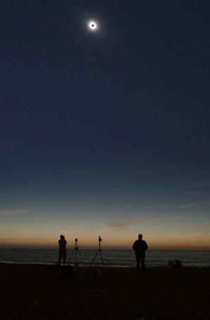 Zatmění Slunce 29. března 2006 v Turecku na pobřeží v městečku Side. Autor: Glynn Bennallick