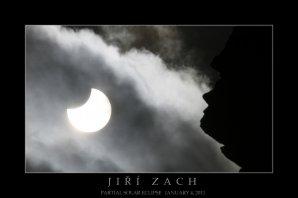 Vítězný snímek zatmění Slunce 4. ledna 2011 od Jiřího Zacha