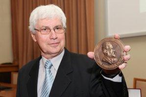 Jiří Grygar obdržel v roce 2011 Nušlovu cenu České astronomické společnosti Autor: Vladimír Libý