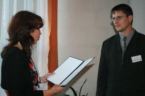 Předávání ceny Littera astronomica 2012: ředitelka knižního veletrhu Dr. Markéta Hejkalová a Libor Lenža Autor: Vladimír Libý