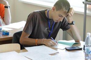 Ondřej Theiner při řešení teoretického kola XVI. Mezinárodní astronomické olympiády v kazašské Almaty v září 2011  Autor: Igor Salnikov