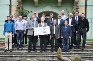 Společné foto zakladatelů MOTO před zámkem v Manětíně Autor: Radka Žáková