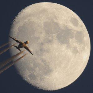 Měsíc s letadlem Autor: Rostislav Kalousek