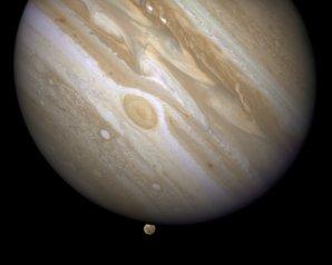 Zákryt Ganymedu Jupiterem