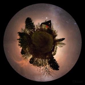 Malá noční planeta s chatou u Sečské přehrady Autor: Petr Horálek