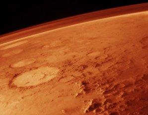 Povrch a řídká atmosféra Marsu Autor: NASA