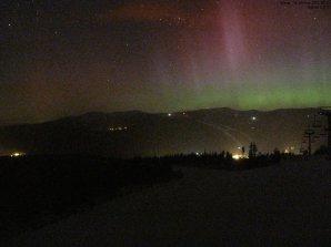 Polární záře těsně po půlnoci 18. 3. 2015 Autor: Webkamera sítě Humlnet