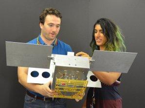 Cubesat MarCO ve skutečné velikosti Autor: NASA/JPL-Caltech