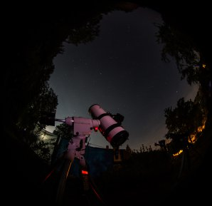 Dalekohled s digitální zrcadlovkou sleduje oblohu Autor: Martin Mašek