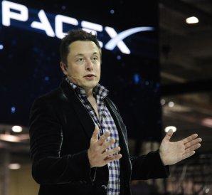 Elon Musk při veřejné řeči Autor: LA Daily News
