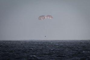 Přistání lodi Dragon po odletu od ISS v únoru 2015 Autor: SpaceX