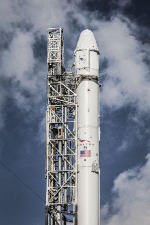 Detail horních partií rakety Falcon 9 s lodí Dragon Autor: SpaceX