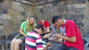 České družstvo během týmové soutěže na 9. IOAA ve chrámu Borobudur Autor: Valentino Sudaryo