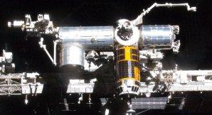 Typicky zlatá loď HTV kotví na ISS v roce 2011 Autor: NASA