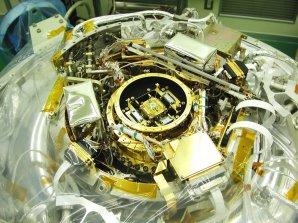 Spektrometr XRS přestal pracovat asi měsíc po startu kvůli úniku chladícího helia Autor: wikipedia