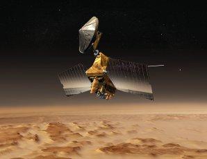 Animace letu sondy MRO nad povrchem Marsu Autor: NASA