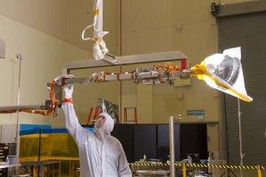 Robotická paže OSIRIS-REx pro odběr vzorků z asteroidu. Autor: Spaceflightnow.com