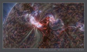 Silná erupce třídy X5 ze 7. března 2012. Na snímku jsou patrny jevy v magnetickém poli Slunce v pozoruhodných detailech. Autor: Miloslav Druckmüller