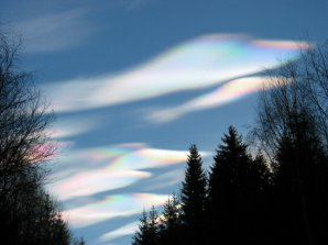 Výrazná irizace oblaků na Šumavě dopoledne 8. 1. 2005. Autor: Martin Poupa